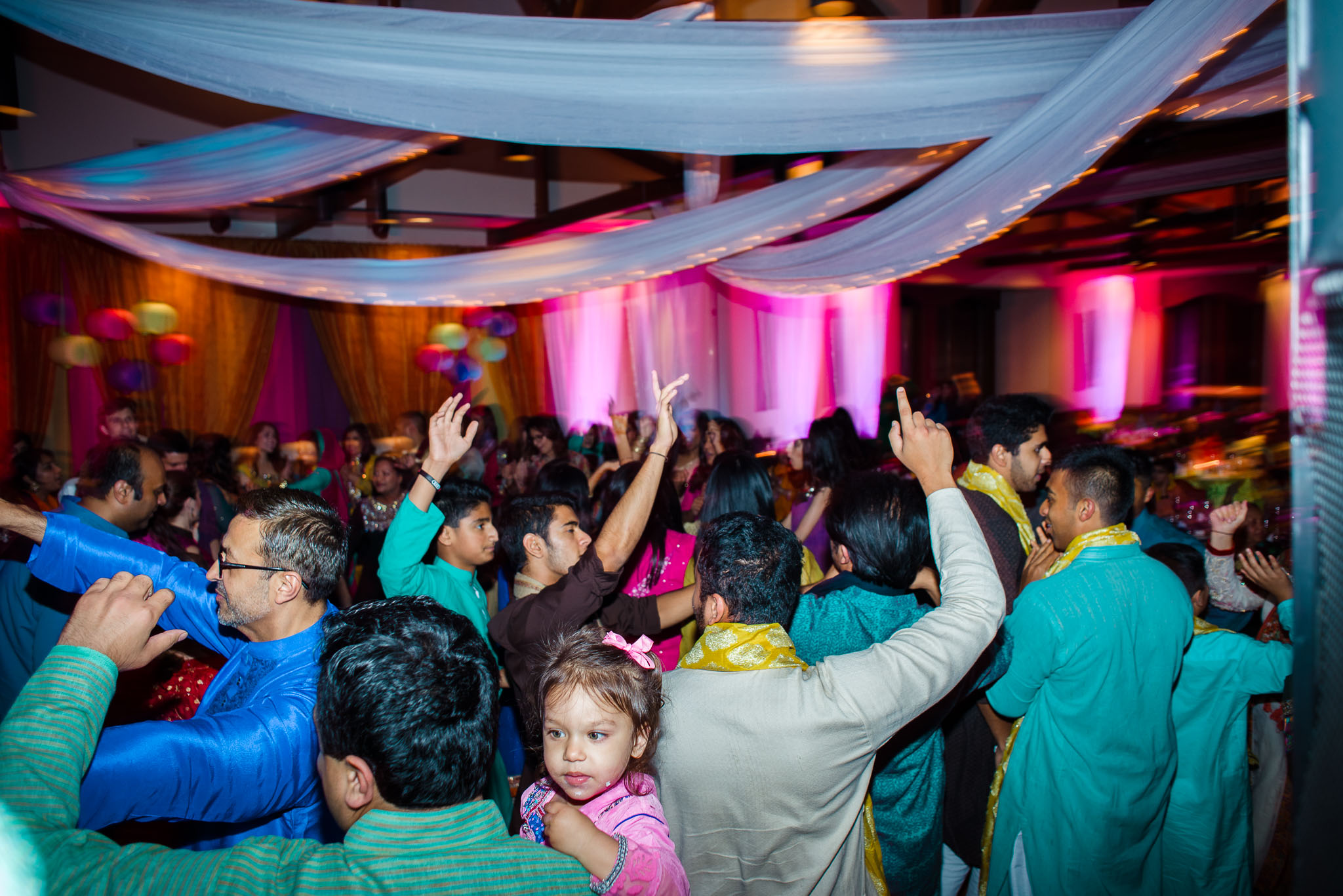guests dancing at Wildwood country club Wedding