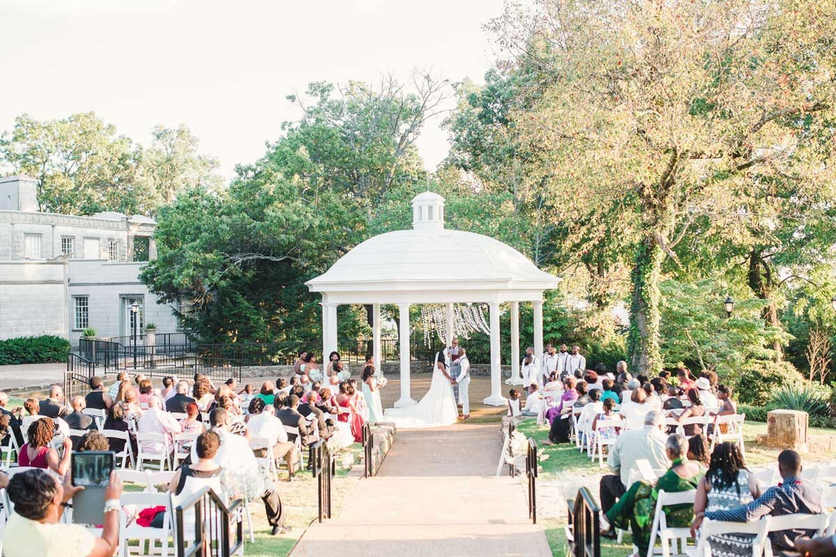 Burritt on the mountain outside wedding ceremony