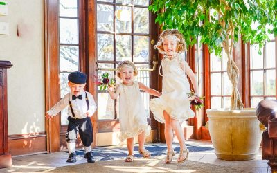 kids dressed in 20s flapper outfits