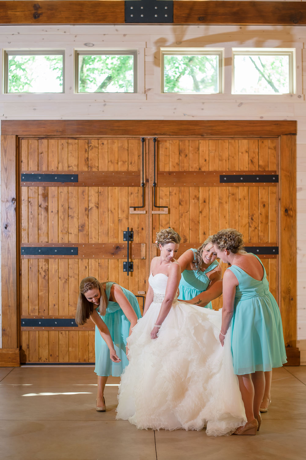 bridesmaids and bride at Hiwassee River weddings in Delano TN