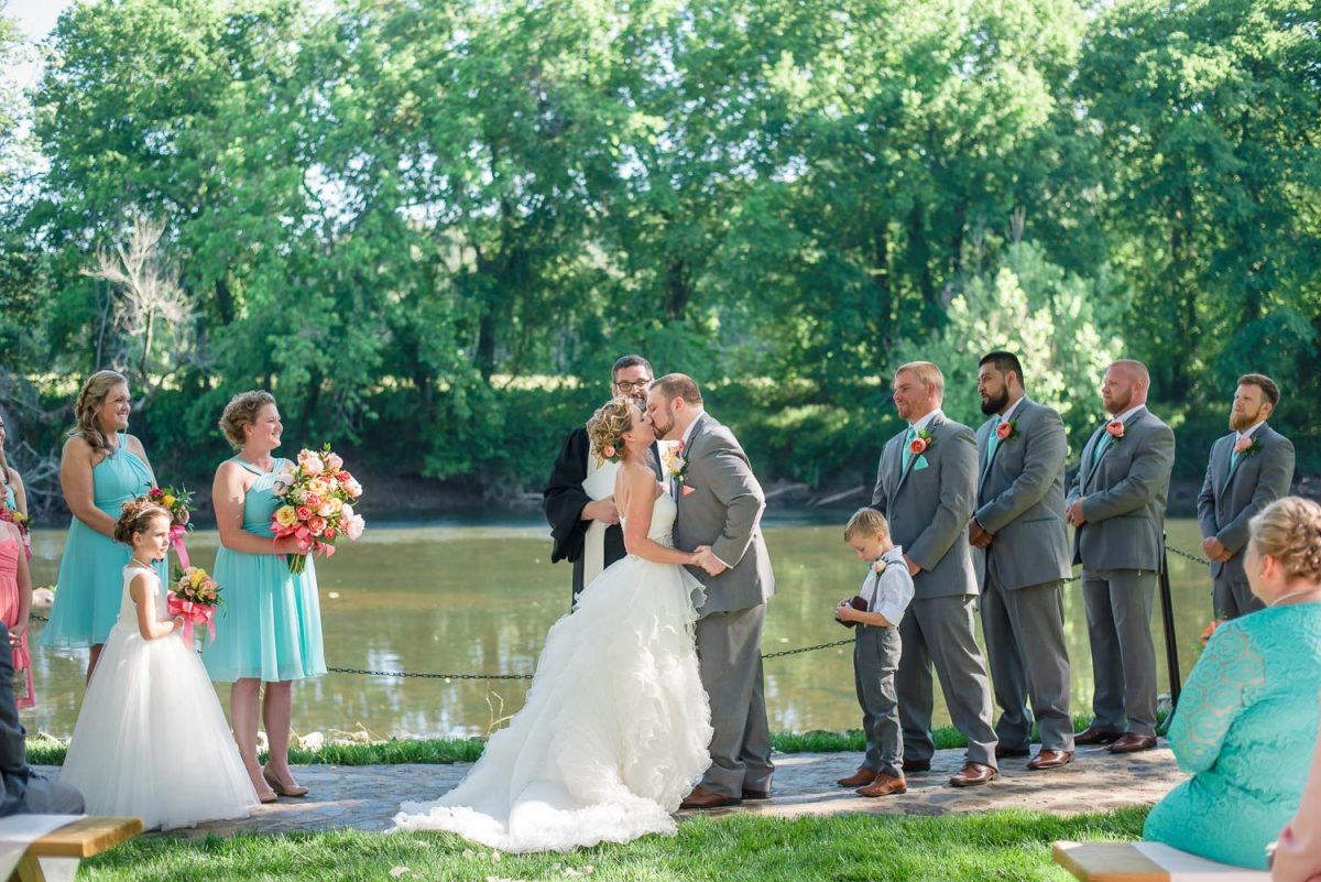 first kiss as married couple at Hiwassee River weddings