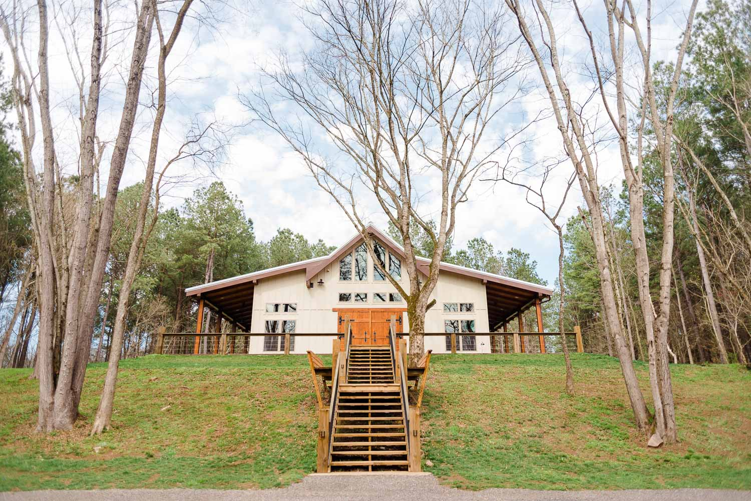 riverview side of the hiwassee river weddings venue on a march day