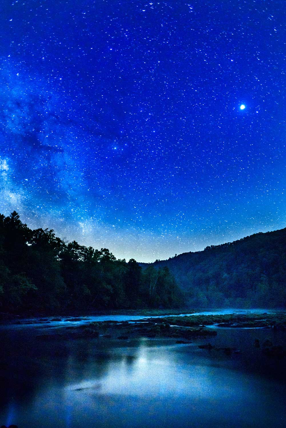 south east tennessee night with the milky way rising over the river