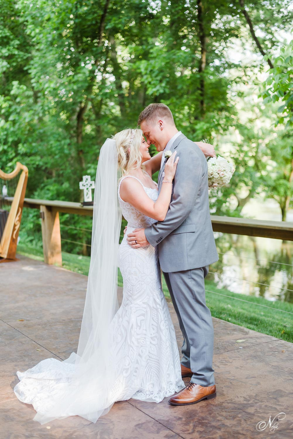 bride and groomand harp playeron the patio at Hiwassee River weddings in Delano Tn
