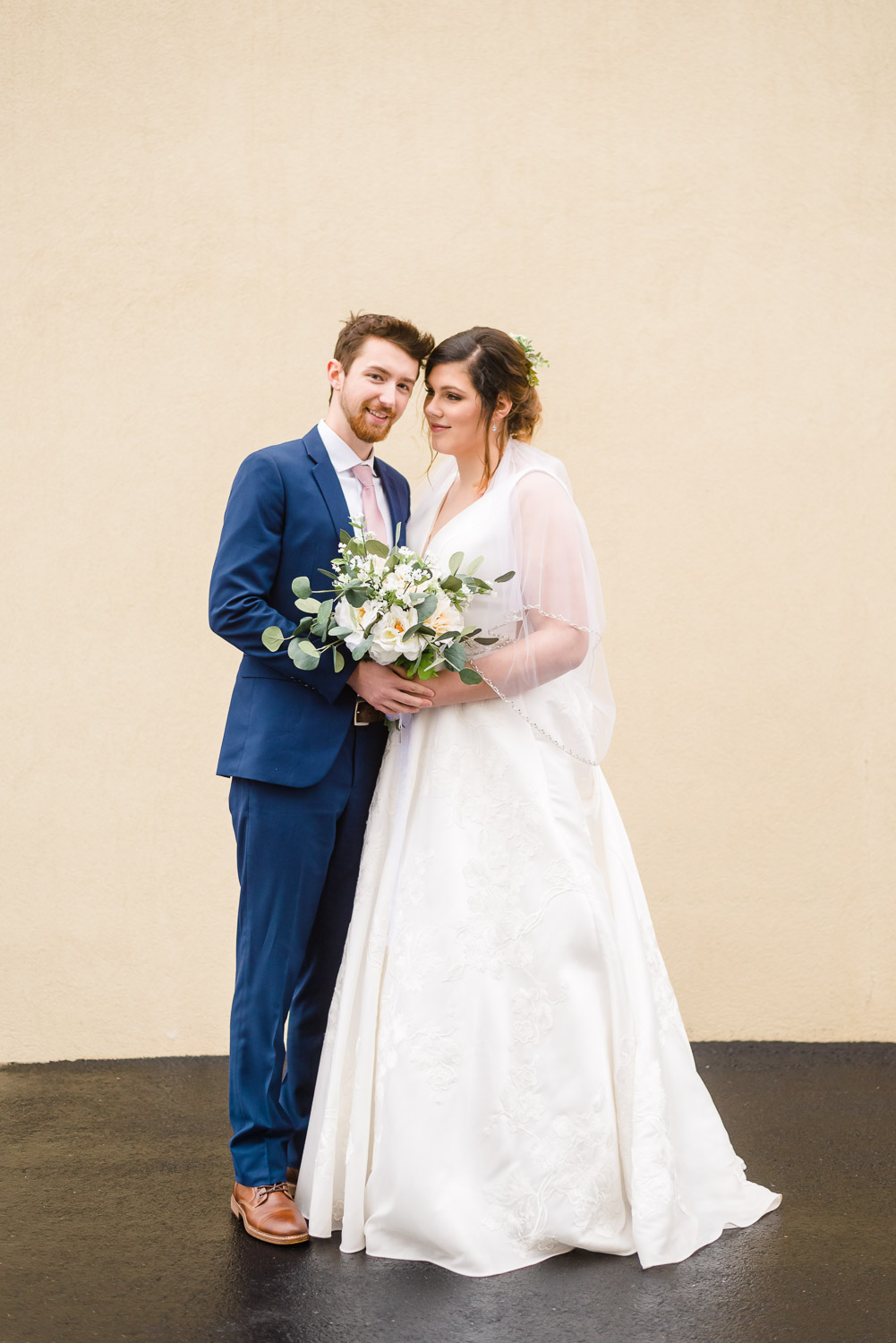 wedding couple outside on gray rainy day inKnoxville