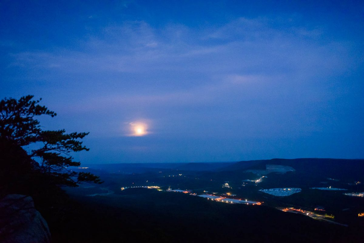 moon setting over chattanooga from sunset rock