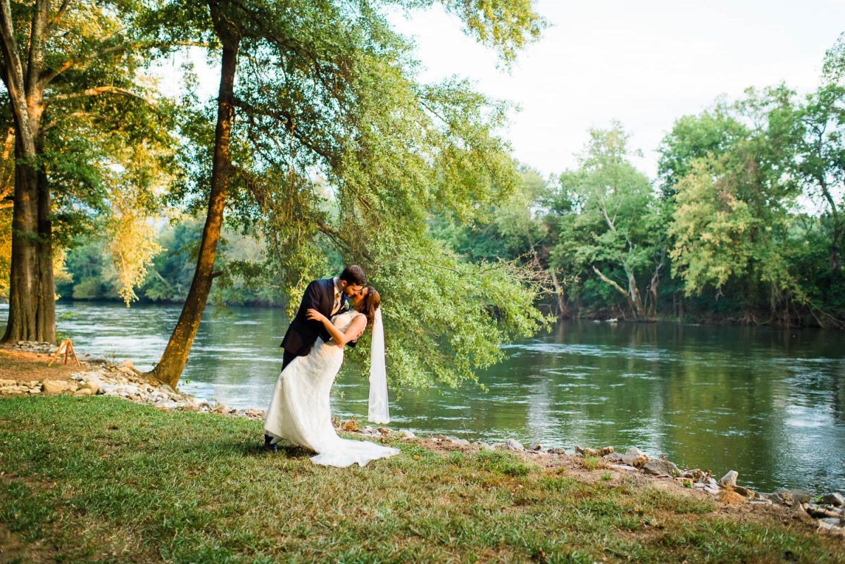 hiwassee river wedding couple