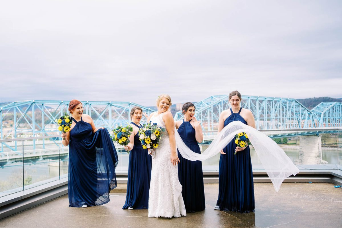 wedding photos at the Hunter museum in chattanooga